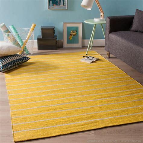 tapis jaune salon idees de decoration interieure