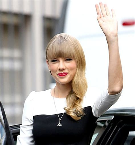 taylor swifts   times  sings   red lips