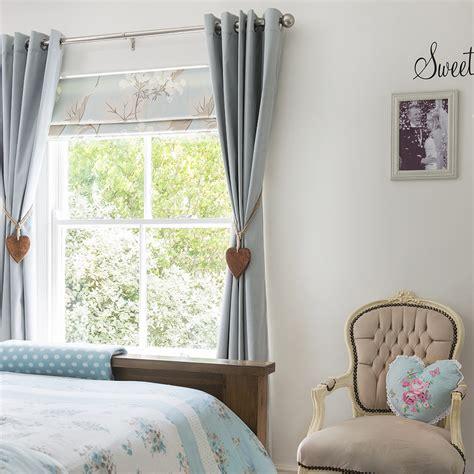 beautiful window dressing ideas