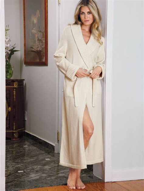 robe de chambre cachemire 84 best images about luxury nightwear collection on