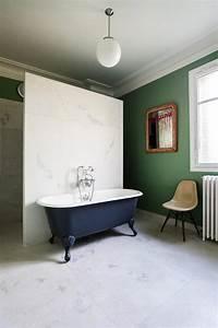 salle de bain marbre blanc pour afficher une classe With salle de bain design avec fruits décoratifs artificiels