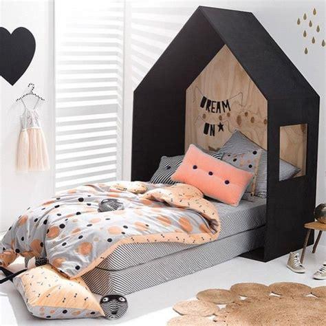 chambre peche tete de lit cabane chambre fille couette imprime pois noir