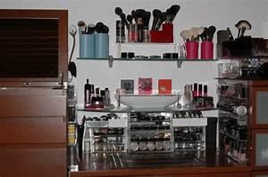 Meuble De Maquillage : accessoires rangement maquillage ~ Teatrodelosmanantiales.com Idées de Décoration