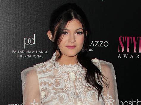 Kendall Jenner celebrates Sweet 16 birthday - CBS News