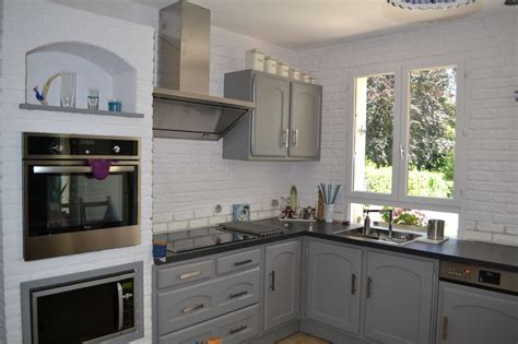 cuisine relookee grise ambiance patine relooking de meubles luminaires et objets