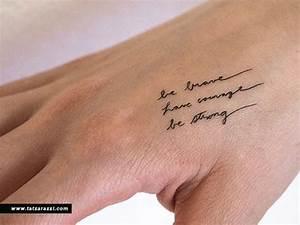 Hand Tattoos Schrift : tapferen mut starke tatowierungen kleine winzige handschriftliche schreibschrift skript ~ Frokenaadalensverden.com Haus und Dekorationen