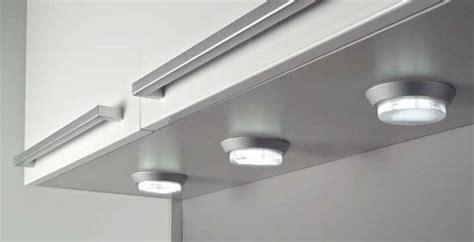 la iluminacion integrada en la cocina cocinas  estilo