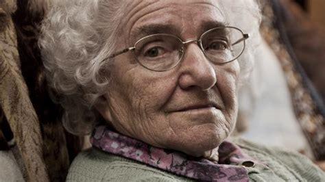 Mooie oude vrouw