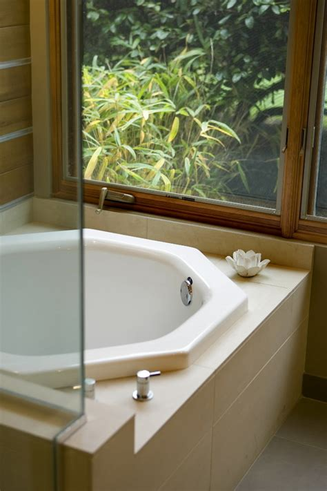 Japanese Tub by Japanese Style Soaking Tubs Catch On In U S Bathroom