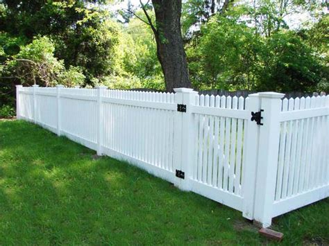 fences for yards different types of yard fences backyard fence 2 600x450