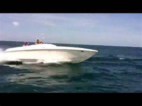 Jaws Speedboat Lake Erie cigarette 24 start doovi