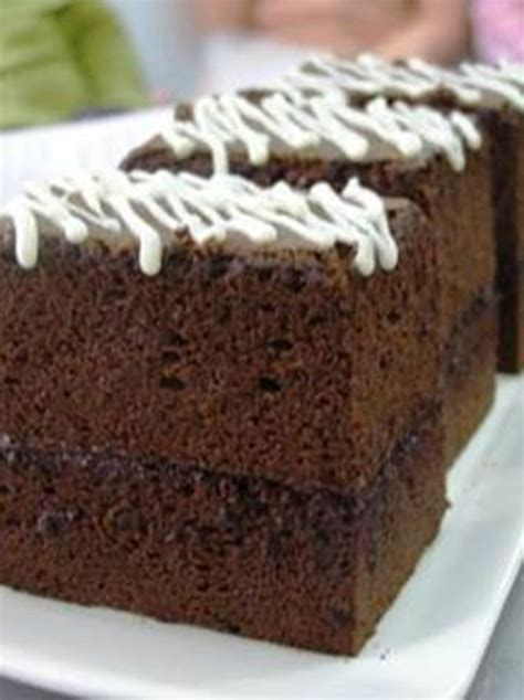 Rasa manis dari kue dipadu dengan lapisan cokelat membuatnya menjadi kudapan yang nagih. Resep dan Cara Membuat Kue Brownies Coklat Panggang Enak | Kue