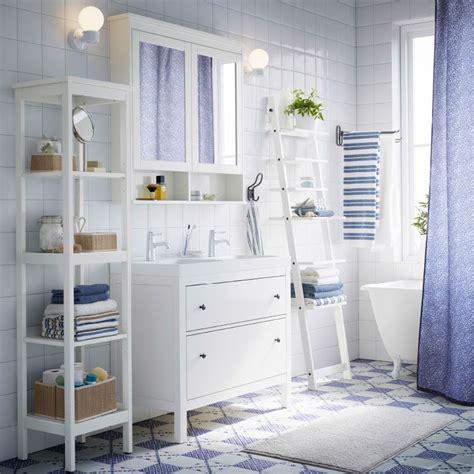 Ikea Badezimmer Kästchen by Ein Wei 223 Es Badezimmer Mit Hemnes Waschbeckenschrank Mit 2