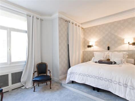 papier peint chambre a coucher chambre à coucher réalisée dans une ambiance romantique