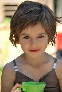 Coupe Petite Fille Mi Long : cheveux court fille coupe cheveux courts pour petite fille cheveux enfant ado pinterest ~ Melissatoandfro.com Idées de Décoration