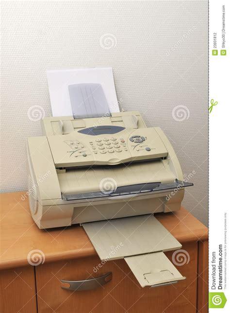 dans le bureau vieux fax dans le bureau photo stock image du lumière