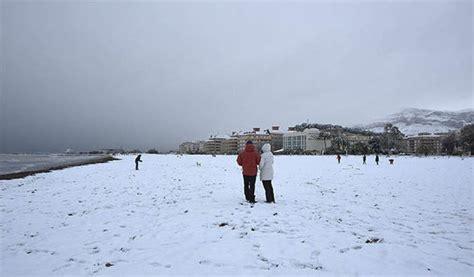 snow  spain heaviest snowfall   years hits resorts