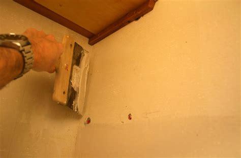 comment lisser un mur avant peinture de conception
