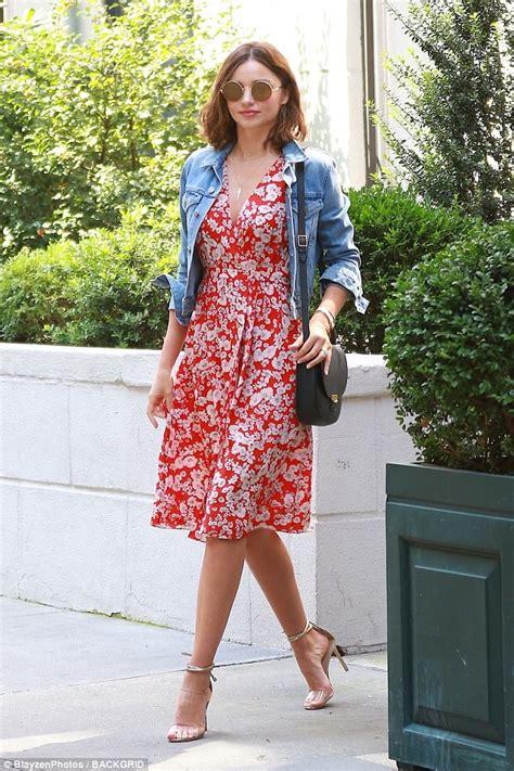 Miranda Kerr is effortlessly gorgeous in floral dress ...
