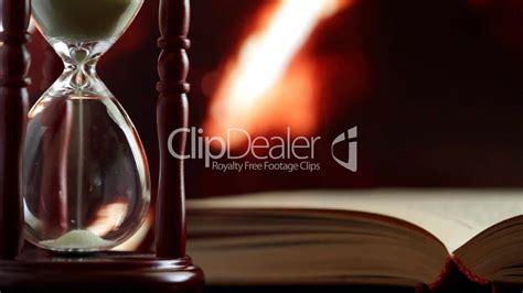 kamin beidseitig glas 23697 hourglass and book lizenzfreie stock und