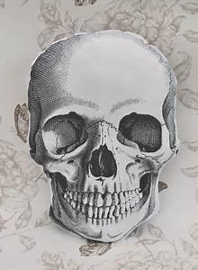 Dessin Tete De Mort Avec Rose : victorian skull cushion pillow the bat in the hat sur tete de morts pinterest ~ Melissatoandfro.com Idées de Décoration
