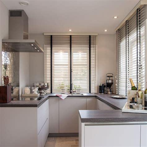 Inneneinrichtung Komplette Kueche Auf 4 Quadratmetern by Die Besten 25 K 252 Chenfenster Vorh 228 Nge Ideen Auf