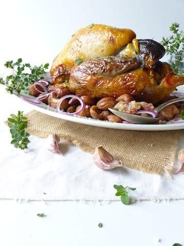 cuisiner un chapon au four pintade farcie aux pommes pour un menu de fêtes