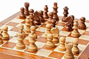 Bild Auf Holz : holz schachfiguren auf schachbrett stock foto colourbox ~ Frokenaadalensverden.com Haus und Dekorationen