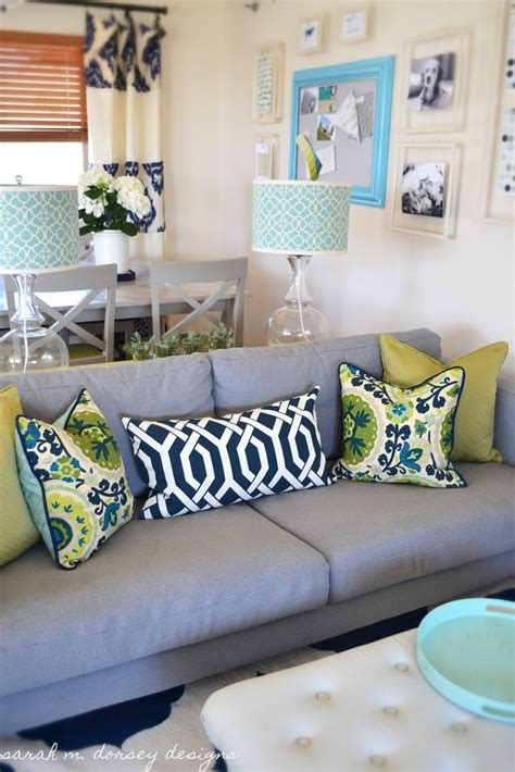 Formal Living Room Throw Pillows by 25 Best Ideas About Pillow Arrangement On