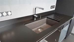 evier noir sur plan de travail noir chaioscom With plan de travail exterieur 2 cuisine artwood schmidt evier noir encastre dans plan
