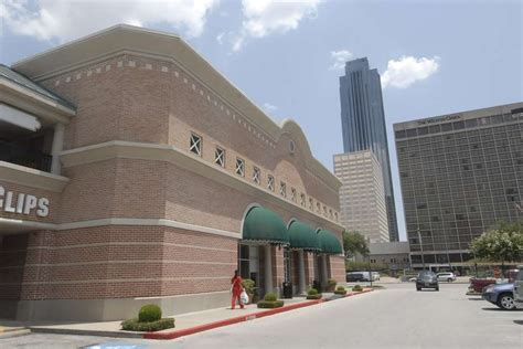 Barnes And Noble Uptown by Arhaus To Open Uptown Store Houston Chronicle