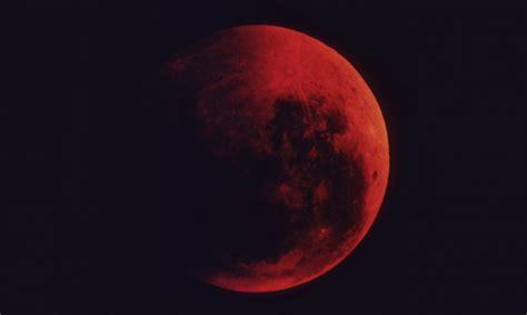 Mitos gerhana yang diceritakan hupa, suku asli amerika dari california utara. Gerhana Bulan Merah: Mitos yang Beredar Seputar Bulan Merah