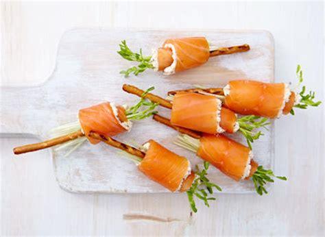 cuisiner des pois mange tout bâtonnets de saumon au boursin recette plaisirs laitiers