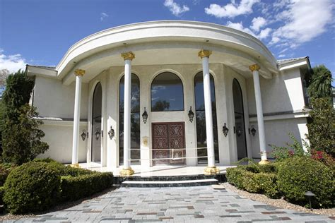 newtons house event at wayne newton s property prompts federal