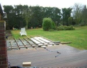realiser la pose d39une terrasse en bois sur gazon With poser une terrasse en bois sur gazon