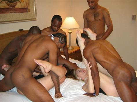 Crowded Interracial Cuckold Amateur Sex And Swinger Group