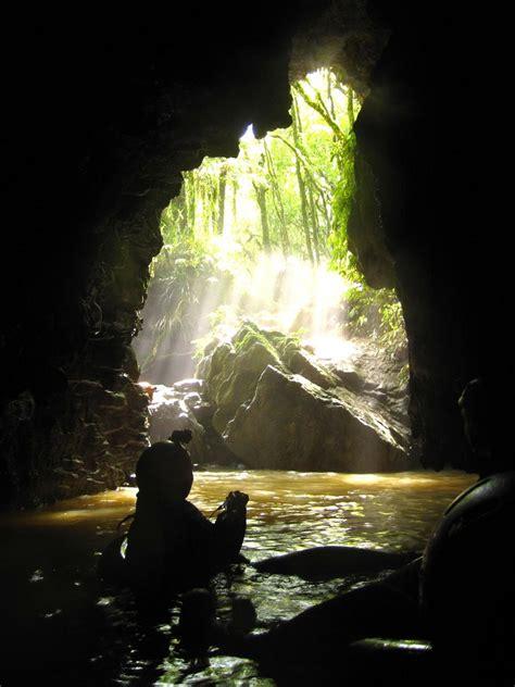 Black Water Rafting - Waitomo Caves - NZ   Black Water ...