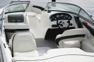 Best Mildew Cleaner For Boat Seats by 25 Best Ideas About Boat Seats On Pontoon