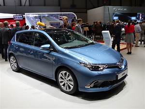 Avis Toyota Auris Hybride : toyota auris restyl e pas que l 39 hybride vid o en direct du salon de gen ve 2015 ~ Gottalentnigeria.com Avis de Voitures