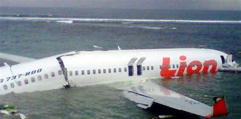 Plus Gros Porte Avion Du Monde by Bali Un Avion Air S Ab 238 Me En Mer Sans Faire De Morts 14 Avril 2013 L Obs