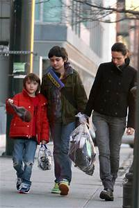 Jennifer Connelly in Jennifer Connelly Picks Up Her Kids ...