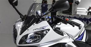 Yamaha R15 Gains Automatic Headlamp On Feature In India