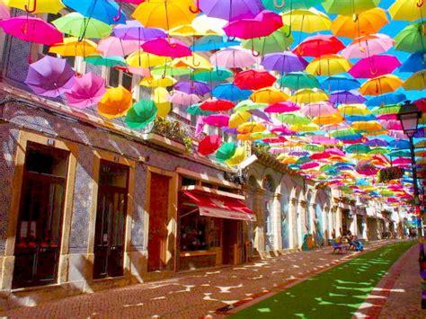 ポルトガルの傘祭りで傘の写真ばかり撮ってたら、斬新な撮影方法を編み出してしまった