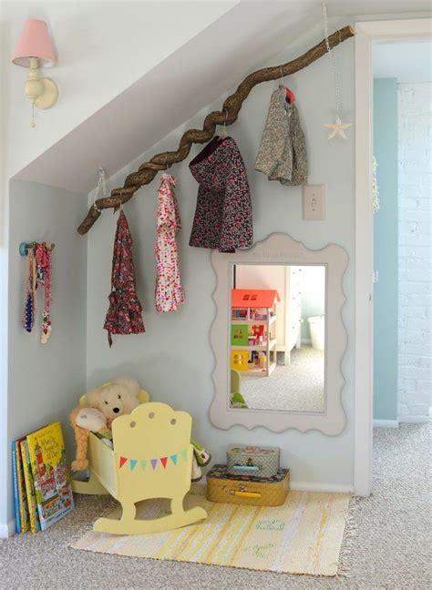 Dachboden Kinderzimmer Gestalten by Dachschr 228 Ge Im Kinderzimmer Als Garderobe Nutzen Ideen