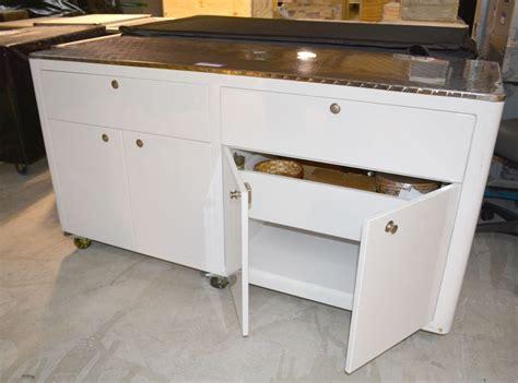 de cuisine chauffant meuble de cuisine itinerant sur roulettes laque blanc