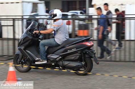 Gambar Motor Kymco Downtown 250i by Impresi Pertama Test Ride Kymco Downtown 250i Begini Rasanya