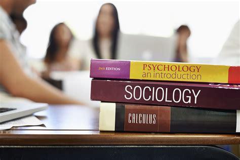 10 Psychology Courses Students Should Take