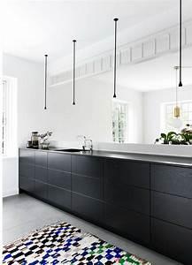 Schwarze Arbeitsplatte Küche : schwarze k che bilder ideen f r dunkle k chen dunkle k chen schick durch schwarz grau ~ Markanthonyermac.com Haus und Dekorationen