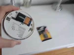 Rauchmelder Batterie Wechseln : batterie wechseln am gira rauchwarnmelder basic youtube ~ A.2002-acura-tl-radio.info Haus und Dekorationen