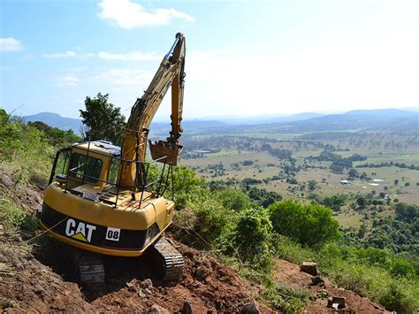 equipment review  caterpillar cu excavator